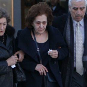Κατέρρευσε η μητέρα στη δίκη που ξεκίνησε